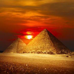 Gizan Pyramidit Auringonlaskussa 1535 Canvas-taulu
